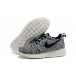 Белые женские кроссовки Nike Women's Roshe Run Floral Pack Black Sail