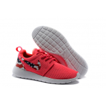 Розовые женские кроссовки Nike Women Roshe Run Cherry Pink USA