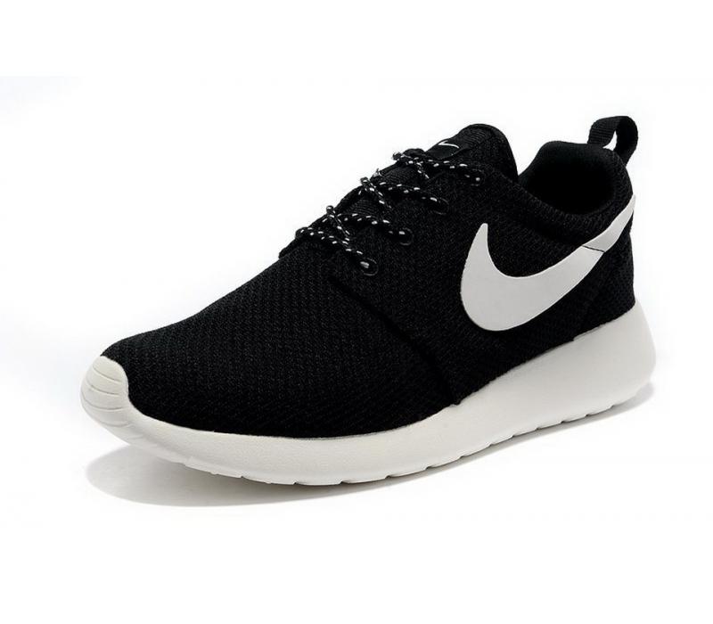 815cf9d6 Чёрно-белые кроссовки Nike Roshe Run Black White - купить ...