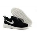 Чёрно-белые кроссовки Nike Roshe Run Black White