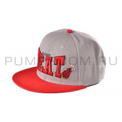 Серая/красная бейсболка с прямым козырьком Miami Heat Snapback Gray Red