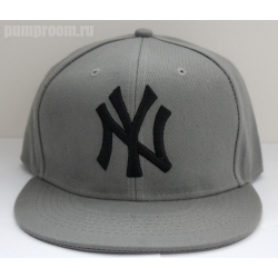 Серая бейсболка с прямым козырьком New York Snapback NY Gray Black Logo