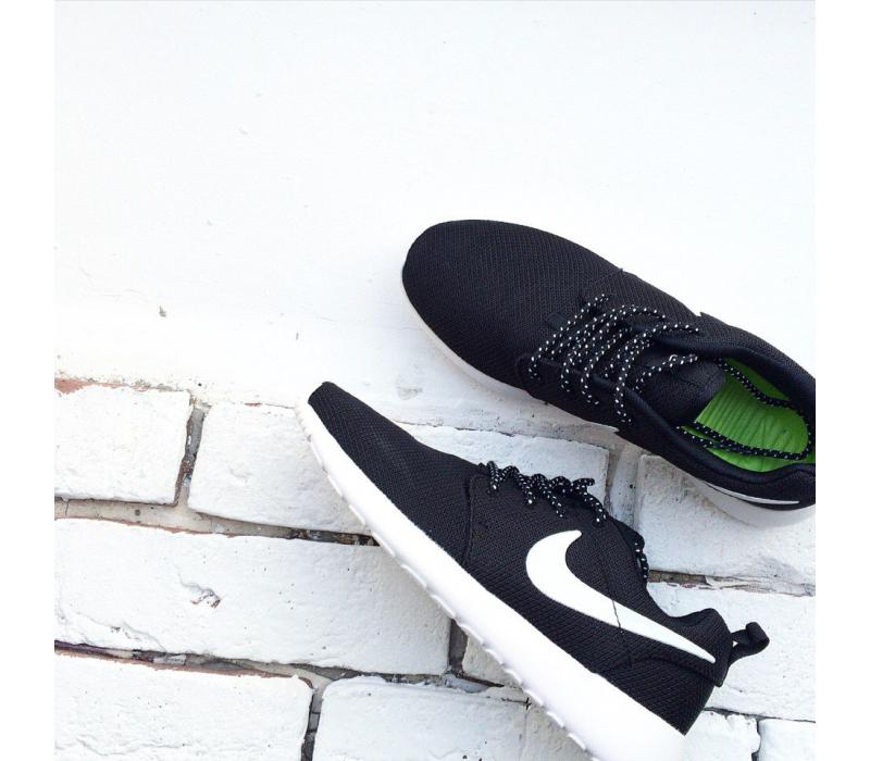 f982cb64 Чёрно-белые кроссовки Nike Roshe Run Black White - купить ...